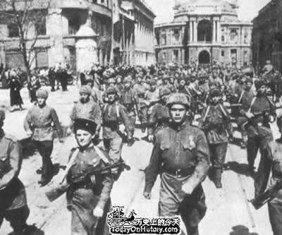 1945-1-17 World War II, Soviet troops captured Warsaw
