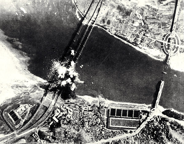 1950-10-4 U.S. aircraft bomb North Korea Datong Riverbanks