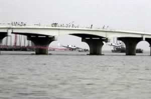 2000-10-6 Chinese pilots across the Taihu Lake Bridge bridge opening