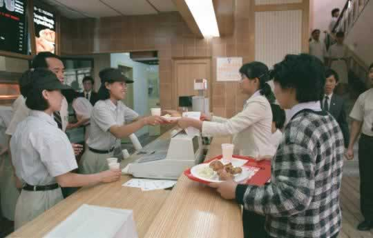 1987-11-12 China's first Kentucky Fried Chicken restaurant