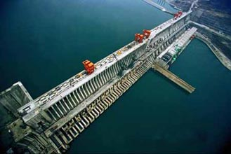 2001-2-12 Plans to invest 131 billion yuan for the construction of the Three Gorges Project
