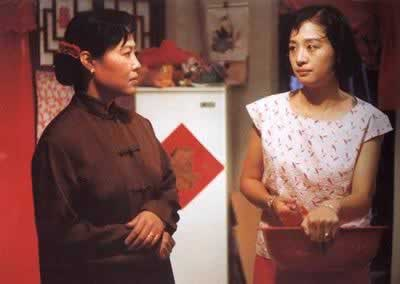 "1993-2-22 The ""female Xianghun"" and ""The Wedding Banquet"" shared the Golden Bear Film Festival"