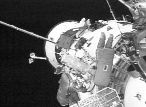 2004-2-26 The United States and Russia SriLankan members have for the first time in the station unattended state spacewalk