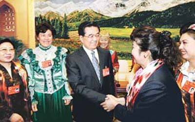 2005-3-8 Hu Jintao, respectively, participated in two sessions to examine and discuss