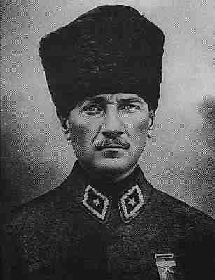 1881-3-12 Kemal was born of the leaders of the national liberation movement of Turkey, Sun Yat-sen
