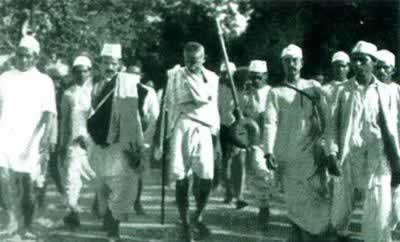 "1930-3-12 Gandhi launched the ""salt march"", the second non-cooperation movement began"