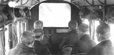 1925-4-6 Screening of the film in flight for the first time
