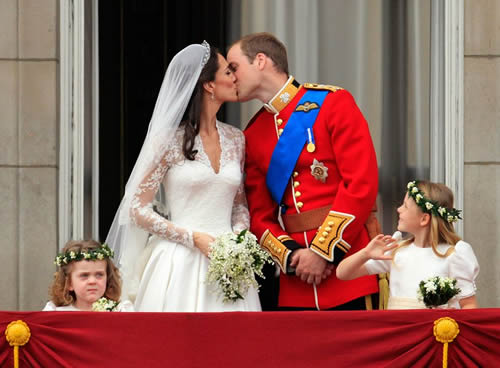 2011-4-29 Britain's Prince William and Kate civilians girl married