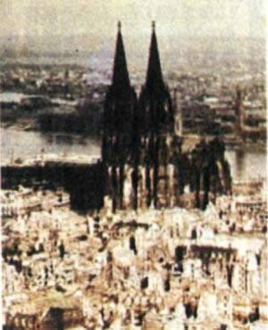 1942-5-30 Thousands of aircraft of the Royal Air Force bomber air raid Cologne