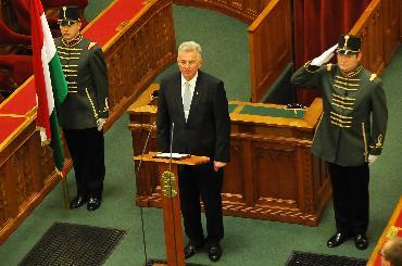 匈牙利国会主席施米特当选新总统
