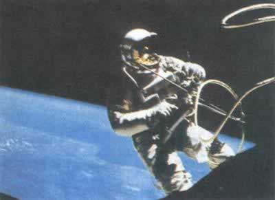 1965-6-3 American White created spacewalk time record