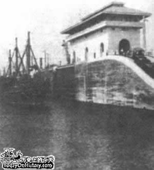 1914-6-7 The first cargo ship through the Panama Canal