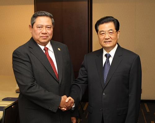 国家主席胡锦涛在多伦多会见印度尼西亚总统苏西洛