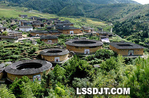 "2008-7-6 Chinese ""Fujian Tulou"" is officially included in the ""World Heritage List"""