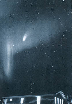 "1995-7-23 Two amateur astronomers in the United States found that the end of the century comet ""Haile Pope"""