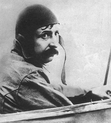 1909-7-25 The aircraft successfully flew for the first time the English Channel