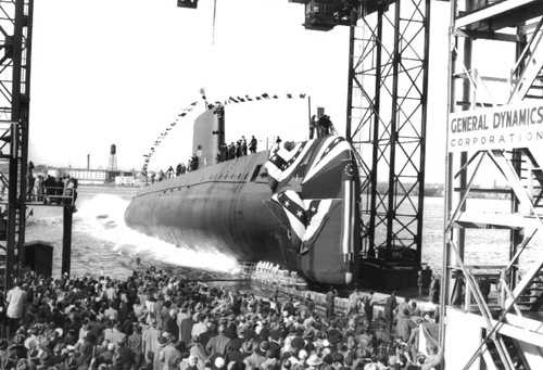 "1958-8-3 First nuclear submarine ""Nautilus"", manufactured in the United States through the North Pole"