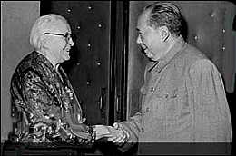 "1946-8-6 Mao Zedong met with U.S. reporters Armstrong first proposed the theory of the ""middle ground"""