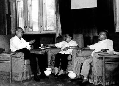 "1986-8-14 Chen Yun, Deng Xiaoping, Li Xiannian and conspired to ""hand off"""